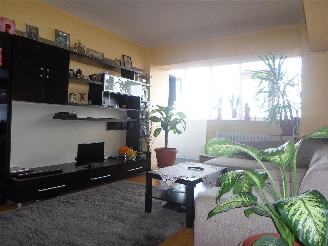 Apartament 3 camere, Piata Rahova