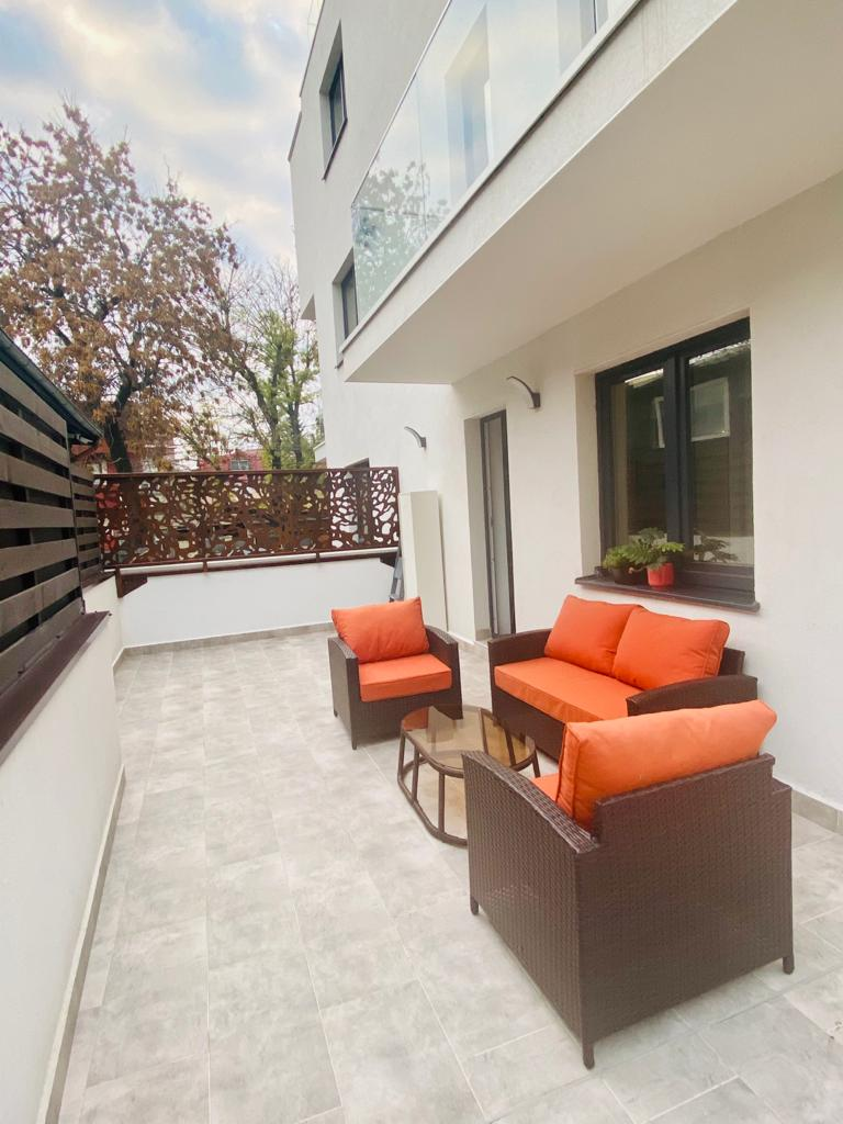 Apartament cu curte/terasa 50mp în Tei